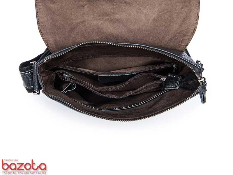 Bên trong túi có rất nhiều ngăn, có khóa kéo và không khóa kéo. Toàn bộ mép của các ngăn được bo bở da bò thật. Toàn bộ bên trong được bọc lót bằng vải cotton đảm bảo túi luôn sạch đẹp.